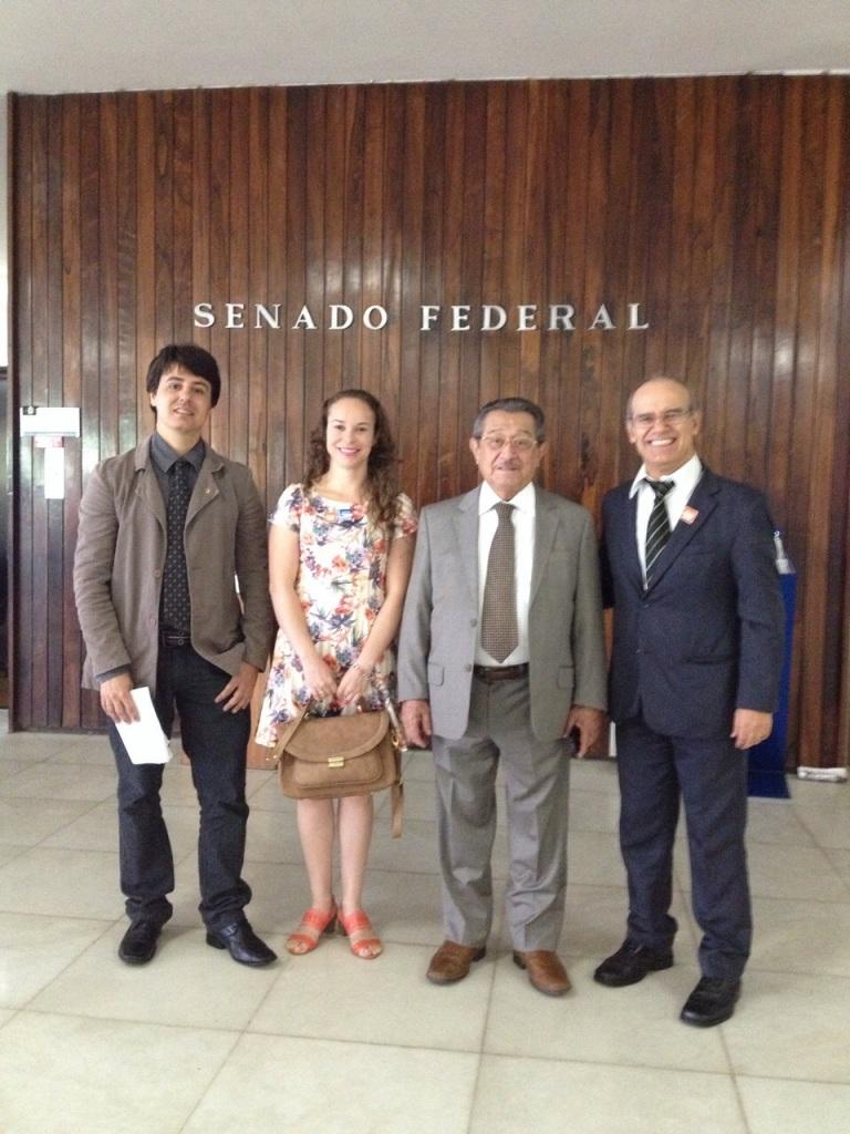 290415 Servidores com senador Maranhão