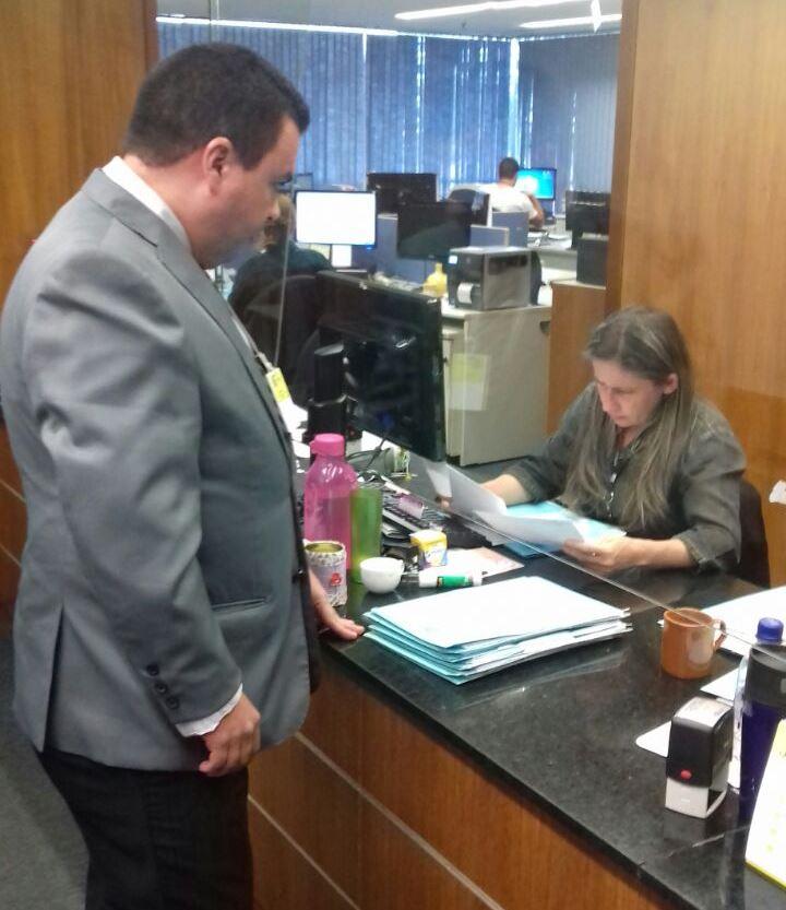 Coordenador do SITRAEMG Sandro Luis Pacheco protocola o ofício no STF