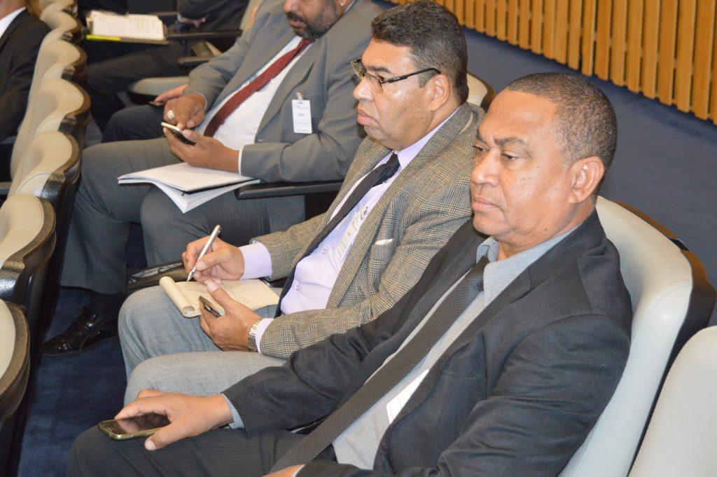 Paulo José e José Francisco acompanham a sessão