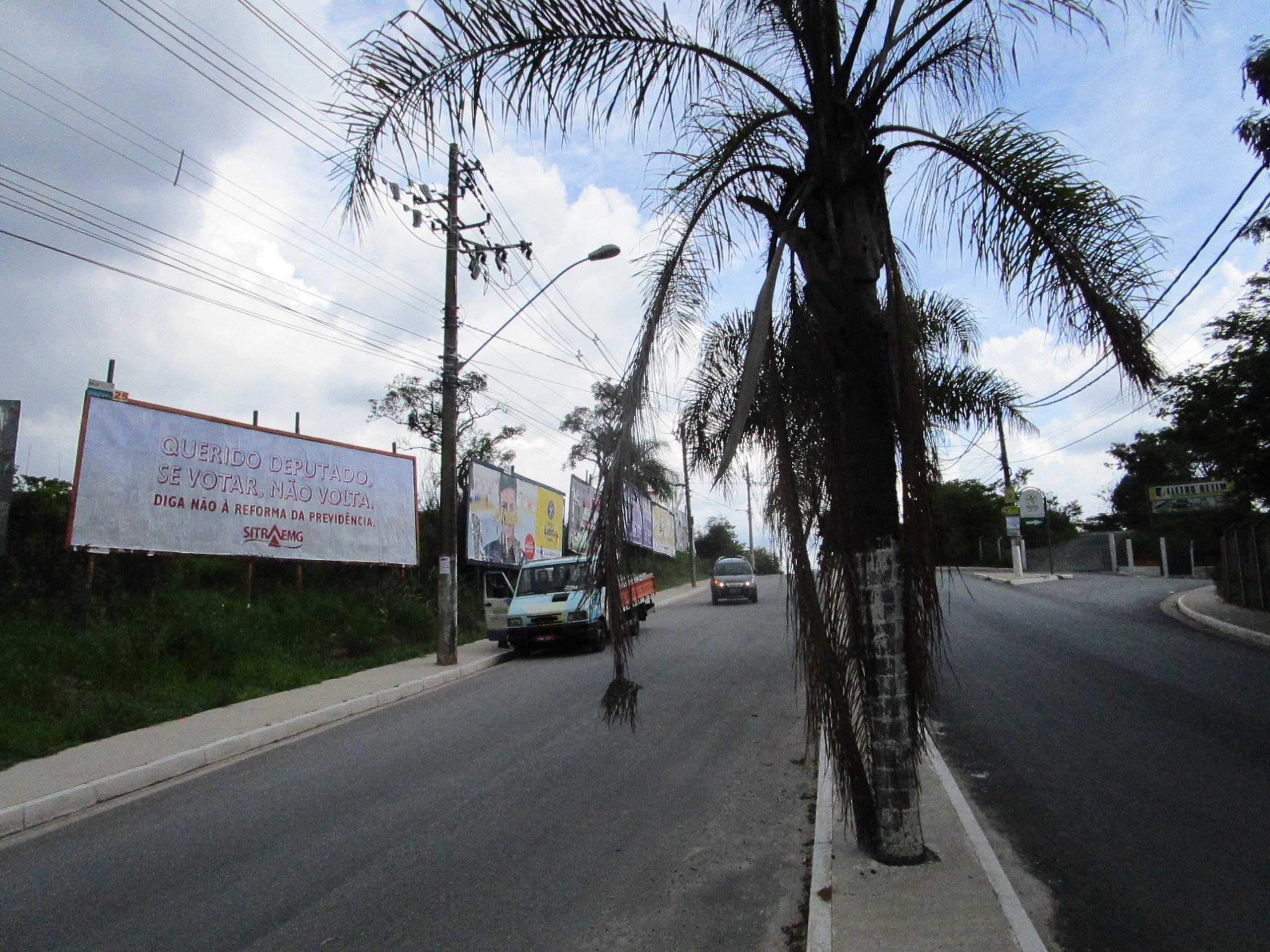 Av. Brasil em frente ao Clube Teuto, em Betim
