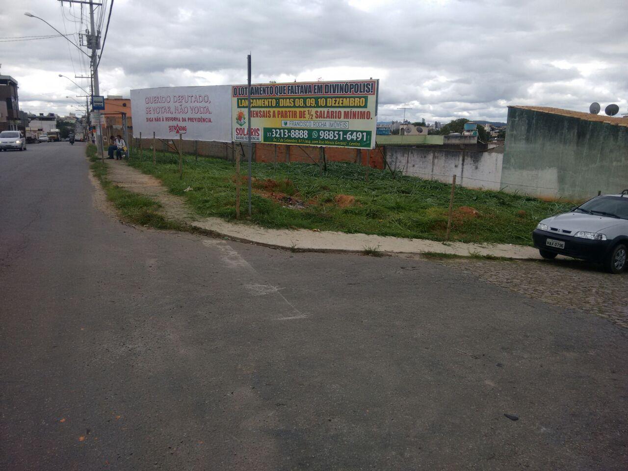 Rua Bom Sucesso próximo à SopKaldo, em Divinopólis