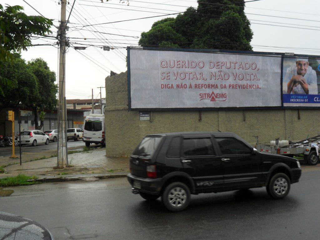 Governador Valadares(91) R.Ver.João Dornelas, muro de escola, próx.Igr.de Lourdes, Cartório do Hélio e mercado
