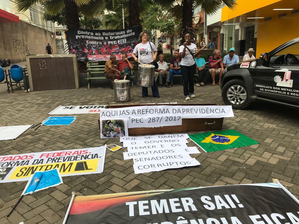 Ato e passeata contra PEC 287 em Divinópolis 7
