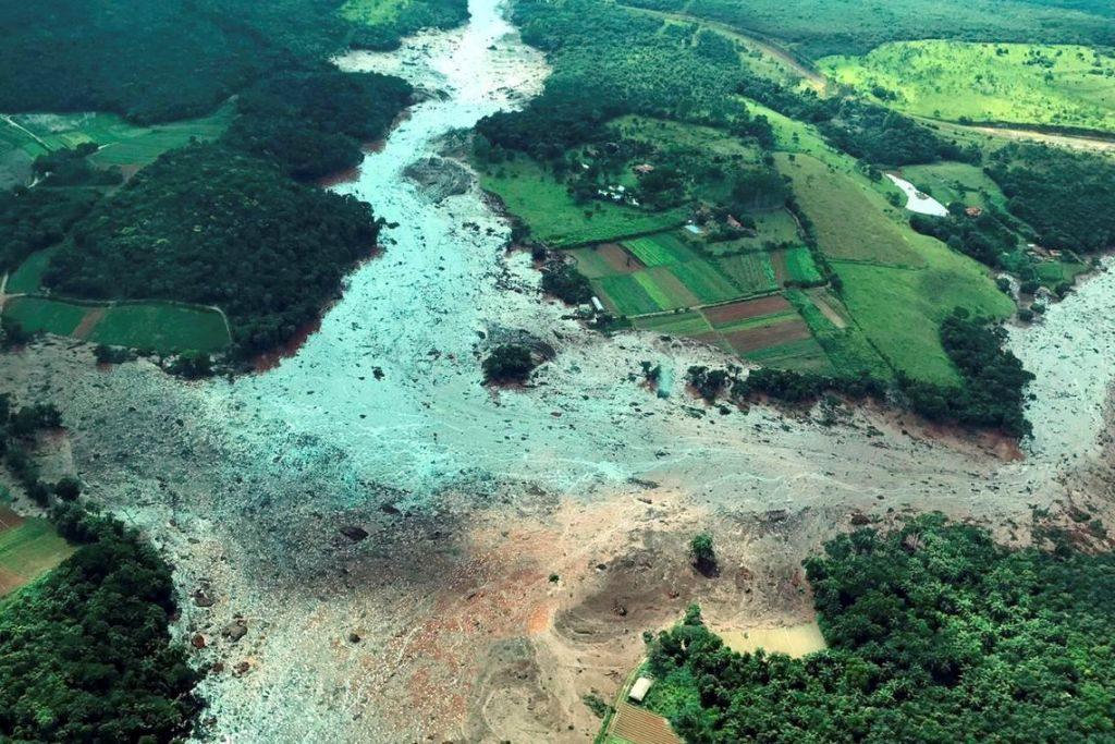 O Presidente da República, Jair Bolsonaro, durante sobrevoo da  região atingida pelo rompimento da barragem Mina Córrego do Feijão, em Brumadinho/MG.